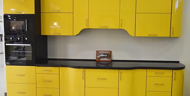крашеная желтая кухня Гермес