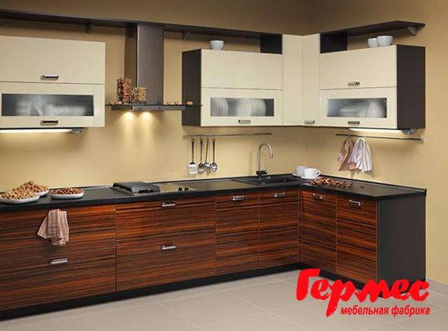 фото кухни шпон в сочетании темного и светлого дерева
