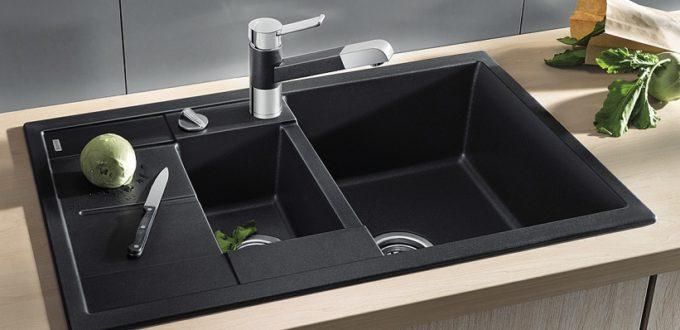черная прямоугольная мойка для кухни из камня