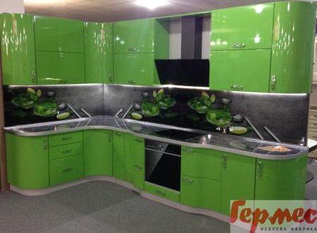 Салатовая кухня зеленого цвета