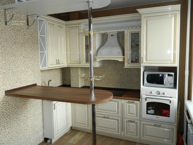использование барной стойки на очень маленькой кухне