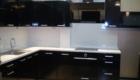 Кухни с фасадами ДСП Egger с элементами черного и белого