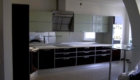 Кухни с фасадами ДСП Egger с белыми полками